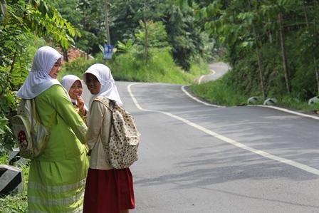 Lintasan Ruas Badan jalan Selatan Garut. (Foto: John Doddy Hidayat).