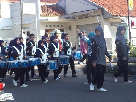 Diwarnai Pula Semarak Tampilan Atraksi Marching Band.