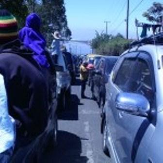 Kemacetan Total Pada Lintasan Ruas Badan Jalan Puncak Darajat.