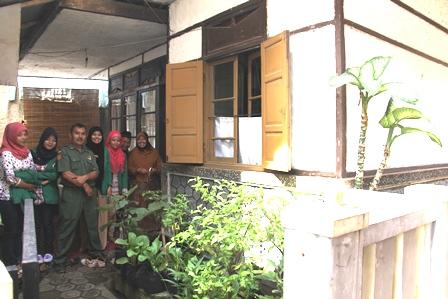 """Salah Satu Bangunan """"Heubeul"""" atawa Lawas di Desa/Kecamatan Cangkuang, Garut, Jabar. (Foto: John Doddy Hidayat)."""