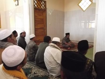 Wabup Helmi Budiman Seusai Meresmikan Shalat Berjamaah di Masjid Miftahul Faizin, Senin (09/06-2014).