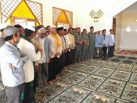 Foto Bersama Pengurus Masjid.