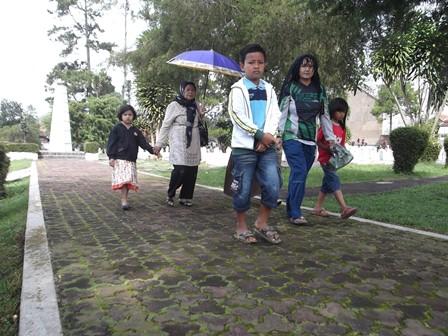 Ilustrasi. Nyadran di Taman Makam Pahlawan Garut. (Foto : John DH).
