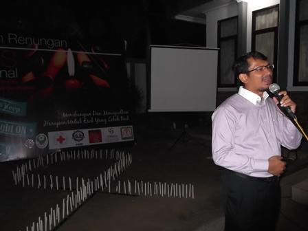 Helmi Budiman pada Malam Renungan HIV/AIDS.