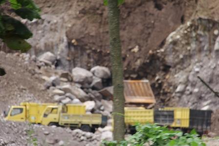 Penambangan Minerba di Garut. (Foto : Hidayat)