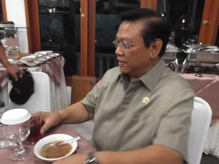 Menko Kesra Agung Laksono Buka Puasa Bersama di Gedung Pendopo Garut, Sabtu (12/07-2014).