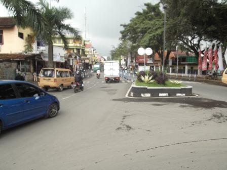 Seputar Bundaran Tarogong, Garut, Jabar, Selama Ini Kerap Disergap Kemacetan Arus Mudik, dan Balik Lebaran Idul Fitri. (Foto: John Doddy Hidayat).
