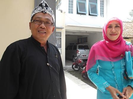 dr H. Tenni S. Rifai Bersama Kepala Puskesmas Jalan Pembangunan, yang Baru.