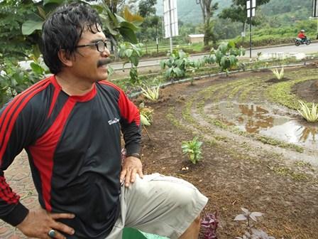 "Sutarman, ""Jawara"" atawa ""Pendekar"" Hutan Kota Garut, di Kubang, (Sabtu, 12/07-2014)."