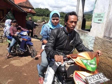 Ilustrasi, Sementara Kembali Pulang di Kampung Halaman. (Foto: John Doddy Hidayat).