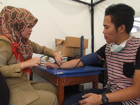 Bhakti Yustiani Berikan Jasa Layanan Kesehatan pada Pos Siaga Kesehatan Guntur.