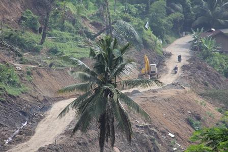Kondisi Pada Lintasan Jalan Selatan Garut. (Foto: John Doddy Hidayat).