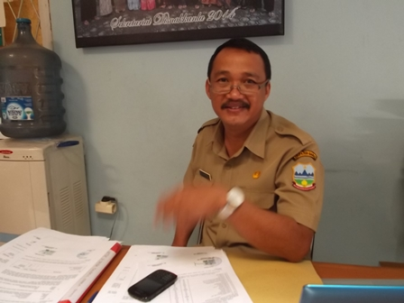 Ir Suhartono, seusai Didesak Pertanyaan Garut News, Selasa (22/07-2014).