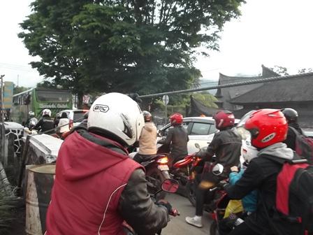 Kemacetan pada Lintasan Jalan Kadungora - Garut.