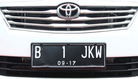 Mobil Toyota Kijang Innova bernopol B 1 JKW di posko Pemenangan Jokowi-Ahok Jl. Borobudur No.22, Menteng, Jakarta Pusat, Jumat (21/9). TEMPO/Dhemas Reviyanto.