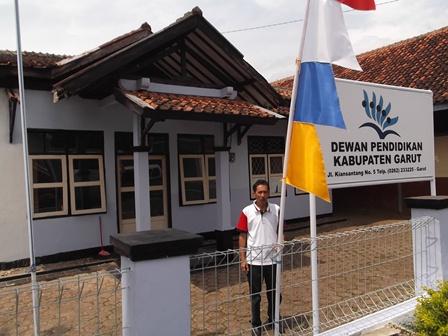 Pengurus Dewan Pendidikan Kab. Garut, Sunardi, Juga Peduli Lingkungan Bersih dan Sehat.