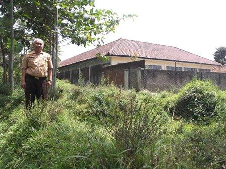 Dr Budi Suhardiman, M.Mpd Berdiri Pada Lintasan Bibir Lembah Bertebing Curam.