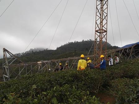 """Tower """"Saluran Udara Tegangan Tinggi"""" (SUTT) 70 KV Tumbang."""