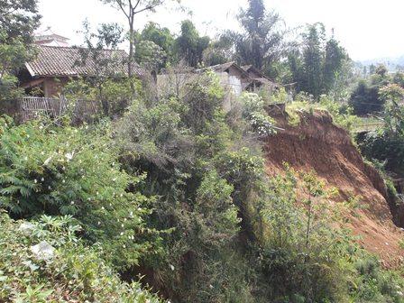 Pemukiman Penduduk Setempat, Juga Berkondisi Darurat Bencana.