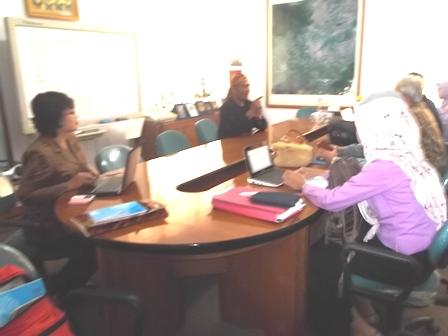 Sebelum Peluncuran, Tim Uji Coba Roket LAPAN Berdialog Dengan Sekretaris Bappeda Garut, Eutik Karyana, Kamis (21/08-2014). Foto : John Doddy Hidayat.