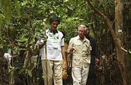 Pangeran Charles mengunjungi Hutan Harapan di Jambi, (02/11). Kunjungan ini dalam rangka mengkampanyekan kesadaran akan lingkungan hidup. FOTO: AP Photo/Eka Tresnawan, Harapan Rainforest