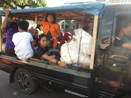 Arus Balik Tersendat Pada Lintasan Warung Peuteuy Garut, Jum'at (01/08-2014). Foto : John Doddy Hidayat.