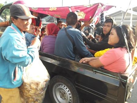 Kemacetan Pada Lintasan Kadungora, Jum'at (01/08-2014). Foto : John Doddy Hidayat.