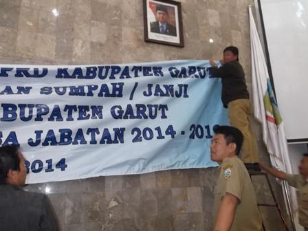 Beragam Persiapan Menjelang Pelantikan 50 Anggota DPRD Garut Periode 2014-2019. (Foto: John Doddy Hidayat).