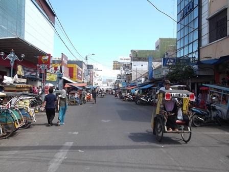 Linatasan Jalan Ahmad Yani, Garut. (Foto : John Doddy Hidayat).