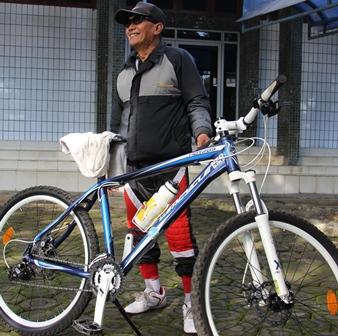 Ilustrasi, Seorang Pensiunan Pemkab Garut tetap Bugar Lantaran Hobi Bersepeda. (Foto: John Doddy Hidayat).