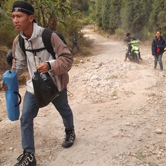 Jika Lintasan Jalan Tak Direhabilitasi, Selamanya Bakal Repotkan Para Pengunjung atawa Wisatawan.