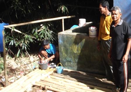 Bak Penampungan di Tengah Rumpun Bambu Gelap, Tetapi Selama Ini Berkapasitas Sangat Terbatas.