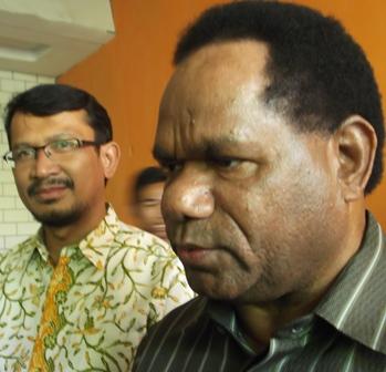 Menteri Lingkungan Hidup, Prof Baltasar Kambuaya Didampingi Wakil Bupati dr H. Helmi Budiman.