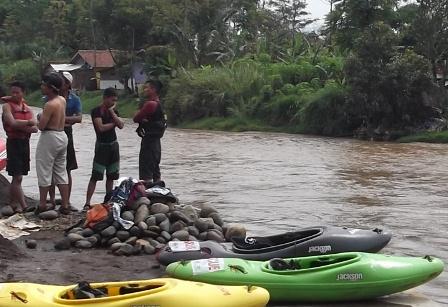 Ketika Sungai Cimanuk Meluap.