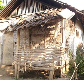 Inilah Rumah Ade Beserta Keluarganya, Termasuk Dua Anak Balita.