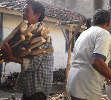 Banyak Penduduk Miskin Semain Melarat di Garut, Jawa Barat. (Foto : John Doddy Hidayat).
