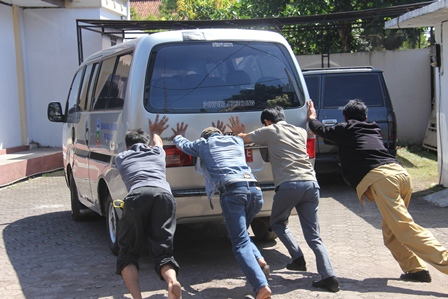 Inilah Kondisi Mobdin DPRD Garut. (Foto : John Doddy Hidayat).