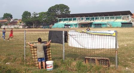 Ilustrasi. Kondisi Lapangan Sepakbola Jayaraga, Garut Pada Senin (06/10 – 2014). Foto : John Doddy Hidayat.
