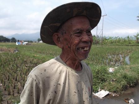 Ilustrasi. Sosok Buruh Tani Miskin di Garut, Jabar. (Foto : John Doddy Hidayat).
