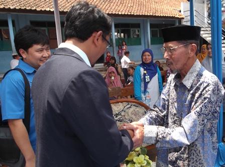 Helmi Budiman Bersama Pendiri Yayasan Pendidikan Islam Al-Irsyad.