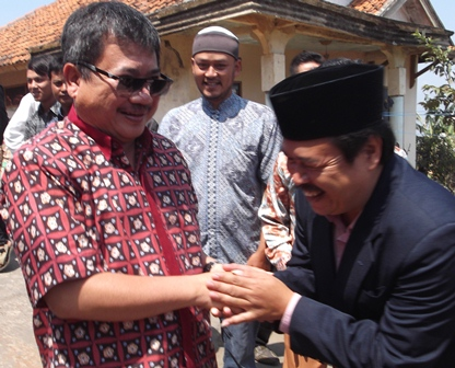 Dedi Hidayat Sambut Kehadiran Bupati Rudy Gunawan di Pontren Al-kautsar, Ahad (02/11-2014).