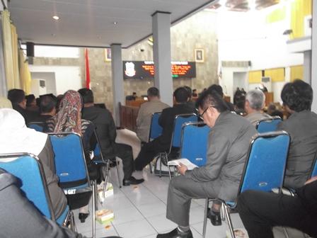 Rapat Paripurna DPRD, Jum'at (28/11-2014) malam.