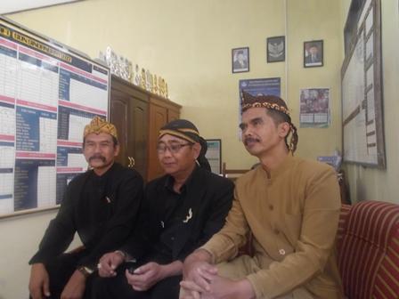 Dari Kiri ke Kanan, Encep Kosasih, Aam Hardiman, serta Tatang Syamsudin.