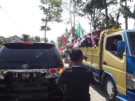 Ribuan Masyarakat Wanaraja juga Sindangratu Dengan Ratusan Kendaraan Saat Menyemarakan Tahun baru 1436 H, Kendaraan Bupati pun Meminggir, Ahad (02/11-2014).