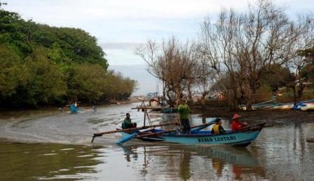 Kalangan Nelayan Selatan Garut Meradang Lantaran Kenaikan BBM. (Foto : John Doddy Hidayat).
