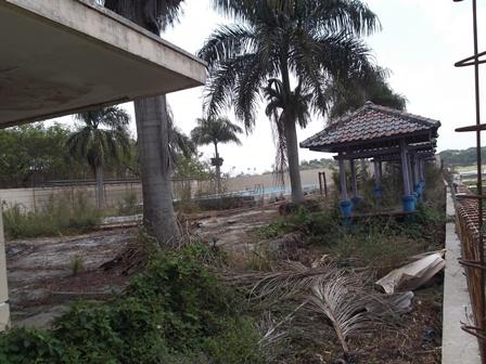 Kolam Renang Bagendit Dibangun Tahun 2002, Menyerupai Kerakap Diatas Batu, Hidup Segan Mati pun Tak Mau.
