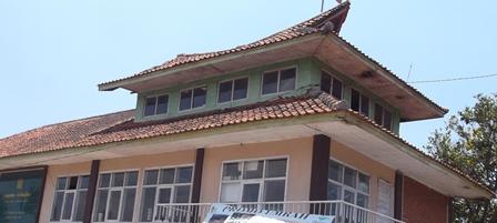 Inilah Miniatur Arsitektur Dulang Ngapak pada Atap Bangunan Utama Pontren Al Kautsar.