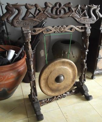 Ornamen Penyangga Gong.