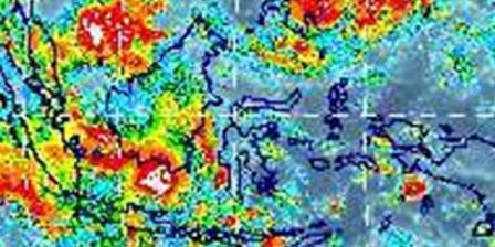 Citra cuaca MTSAT menunjukkan adanya awan tebal (warna merah) di sekitar lokasi AirAsia QZ8501 terakhir terdeteksi, antara Belitung Timur dan Kalimantan. (Lapan).