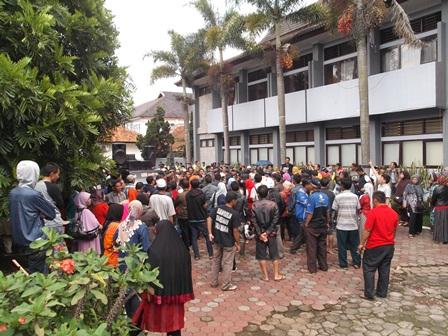 "Pemkab Garut Dituduh ""Mengangkangi"" Hak Azasi Masyarat Pasar Limbangan."